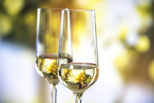 Wetenschappers proeven eeuwenoude champagne uit scheepswrak